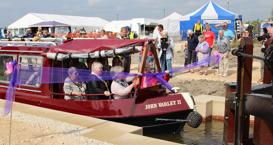 Cllr Western cuts the ribbon at National Trailboat Festival (photo © John Lower)